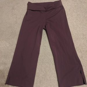 Prana crop workout bottoms in maroon, Size Med
